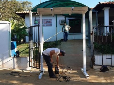 Jóvenes de San Ignacio fabrican aspersor automático y donan a hospital