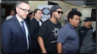 Tras pago de millonaria fianza, Ronaldinho Gaucho y su hermano cumplirán prisión domiciliaria