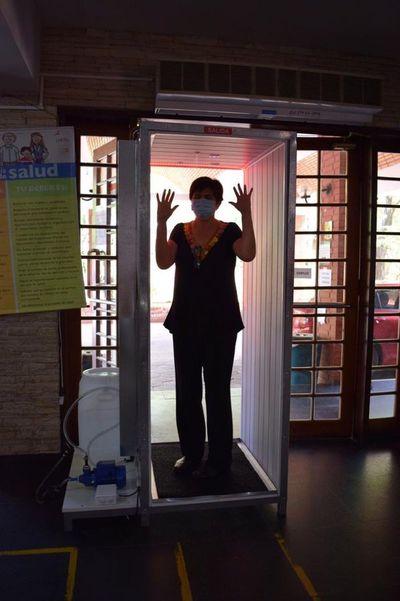 Emprendedores donan cabina de desinfección al Laboratorio Central