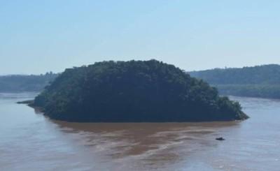 Canoa con droga incautada por Policía Federal en la Isla Acaray