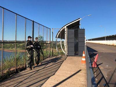 Bloquean acceso peatonal del Puente de la Amistad