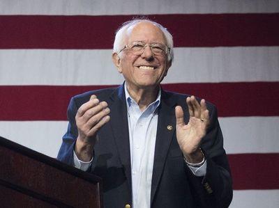 Bernie Sanders abandona carrera presidencial de EE.UU.