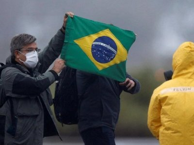 Suman 800 muertos por Covid-19 en Brasil