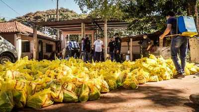 Shopping Paris entrega más de 1.700 kits de alimentos a familias de escasos recursos