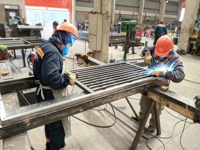 Continúa la fabricación de camas para hospitales de contingencia