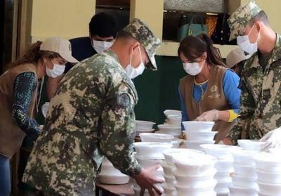 Primera Dama y militares distribuyen almuerzo a varios barrios capitalinos