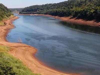 Sequía deja ríos secos en Argentina, sin agua a Iguazú y afecta exportaciones