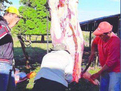 """Familia faenó una vaca para la """"última cena"""" de vecinos"""