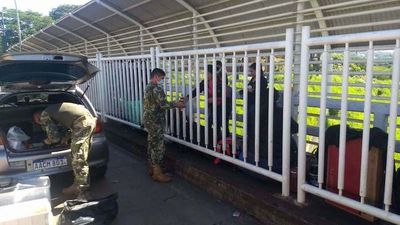 Aprueban ingreso de 93 paraguayos varados en el Puente de la Amistad