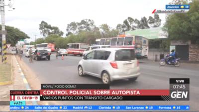 HOY / Autopista: Gran movimiento vehicular y de personas en cuarentena
