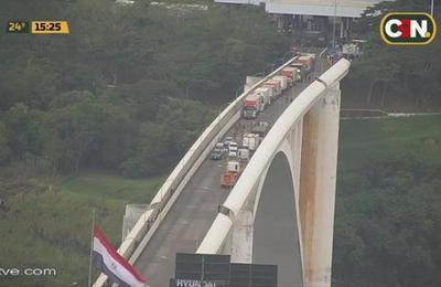 Ciudad del Este: Paraguayos bloquean Puente de La Amistad
