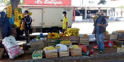 Automovilistas donan víveres a vendedores ambulantes