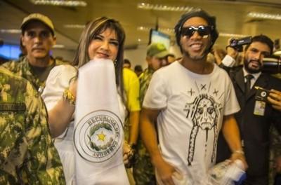 Caso Ronaldinho: Fiscalía reitera orden de búsqueda y captura de Dalia López