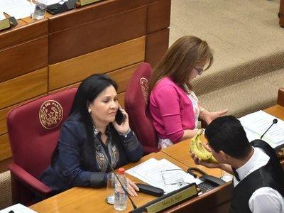 Senado expulsa a María Eugenia Bajac por violar cuarentena y uso indebido de influencias