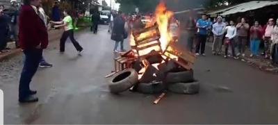 """Intendente PRIETO ordenó """"TIRAR"""" a la calle a vendedores informales del MERCADO de ABASTO"""