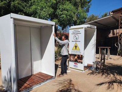 Joven carpintero fabrica una cabina desinfectante en Concepción