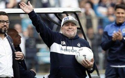 Maradona, contento por el 'éxito' de un club paraguayo