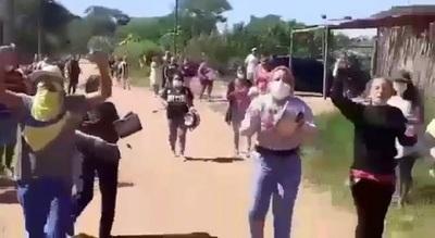 Pasan hambre en medio del aislamiento sin tener ayuda [VIDEO]