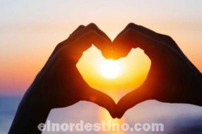 La vitamina D se sintetiza en la piel expuesta al sol y es esencial para el buen funcionamiento del organismo