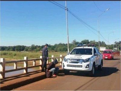 Riña entre indigentes deja un fallecido en un puente en Itapúa