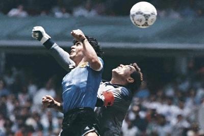 "Maradona revela inéditos detalles sobre ""la mano de Dios"""