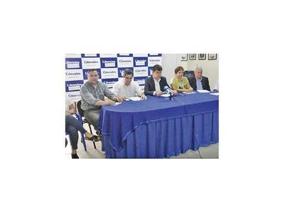Alegre criticó a entes corruptos y gestión de Abdo en la crisis