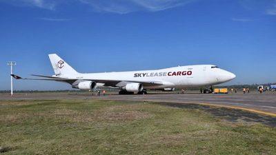 Llega avión carguero con suministros médicos para luchar contra el Covid-19