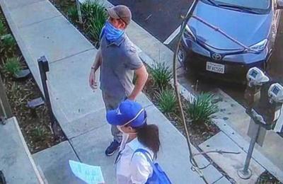 De 'incógnito' y con mascarillas: Meghan y Harry repartieron comida en Los Ángeles