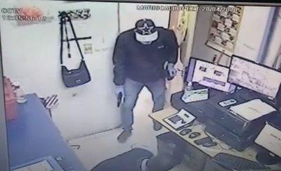 Difunden video de asalto a boca de cobranza en supermercado