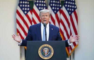 """Trump dice que va a """"suspender temporalmente"""" migración hacia EEUU por COVID"""