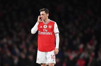 Özil sienta postura ante rebaja salarial del Arsenal