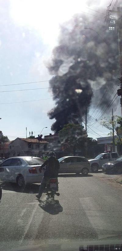 Incendio de local en zona del Mercado 4