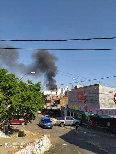 Se registra un incendio en un local del Mercado 4