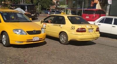Taxistas protagonizan incidentes contra conductores de Uber