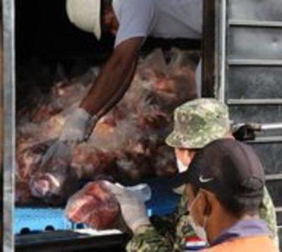 Ganaderos donan víveres y carne a familas vulnerables