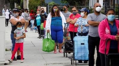 Millones de personas hacen fila para recibir comida en EEUU