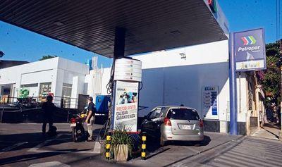 Plantean ampliar capacidad de stock para aprovechar combustible barato