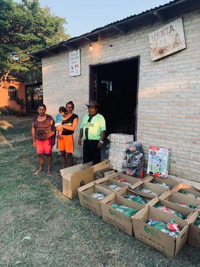 Entregan 2.700 kits de alimentos a familias de artesanos