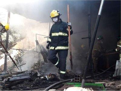 Covid-19: Bomberos de Ñemby solicitan ayuda para seguir operando