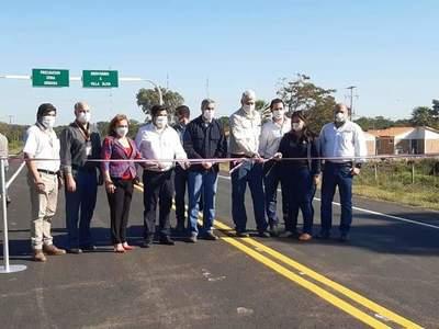 Gobierno habilita primera ruta asfaltada de Villa Oliva