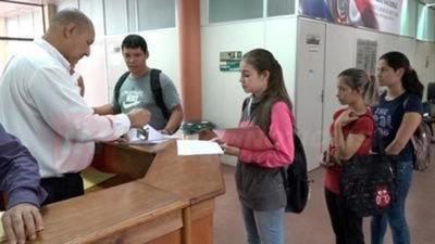 Misiones; solicitarán primer desembolso para becarios de la EBY