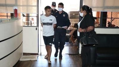 Caso Ronaldinho: Imputan a hijo de funcionario de Migraciones