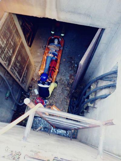 Mujer resultó herida tras caer en un alcantarillado de la ANDE