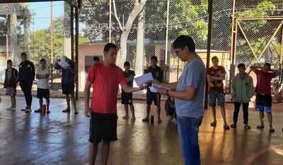 Jóvenes de centros educativos reciben mensajes de esperanzas gracias a cartas solidarias