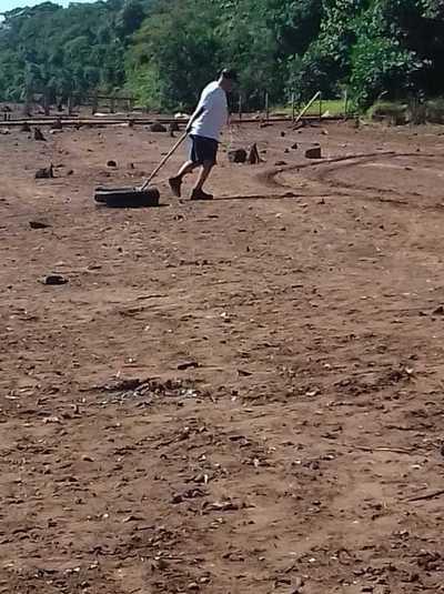 Ciudadanos inician limpieza de ribera del río Acaray