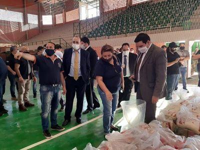 Fiscales y auditores verifican kits de alimentos en CDE