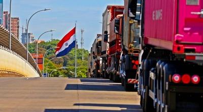 Comerciantes de CDE pagan 2 MIL REALES para ingresar por el Puente de la Amistad