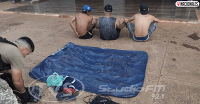 Cruzaron el río Paraná a bordo de un colchón inflable y fueron «pillados» tras alcanzar la costa