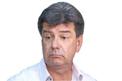 Efraín Alegre reaparece en momentos en que alguien de su entorno es investigado por la Fiscalía