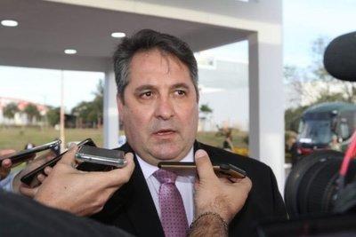 Empresario asegura que directora jurídica de Gabinete lo contactó para comprar tapabocas de DINAC